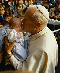 john-paul-ii-holding-child